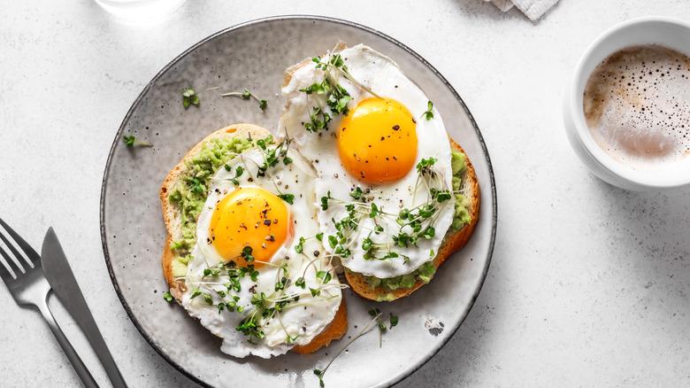 A fried egg sandwich