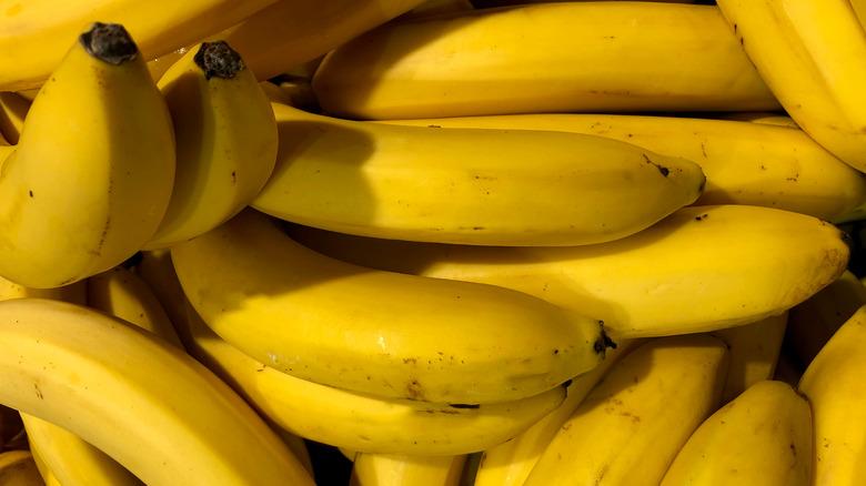 A pile of ripe bananas