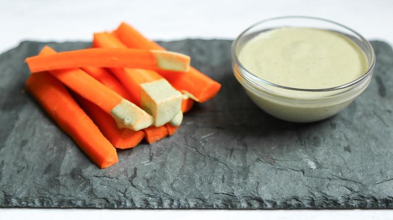 Vegan ranch dressing and carrot sticks