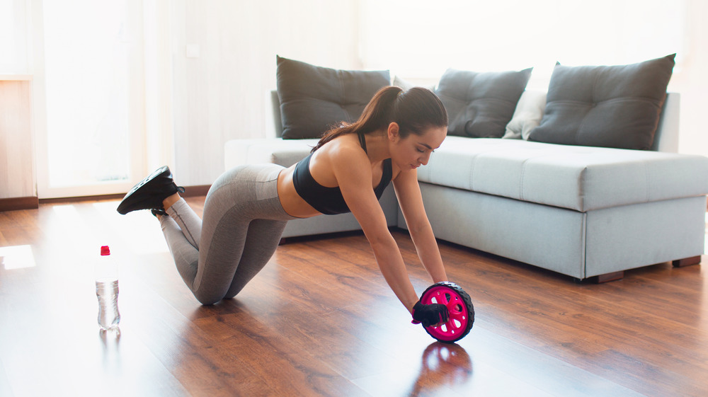 woman using ab roller