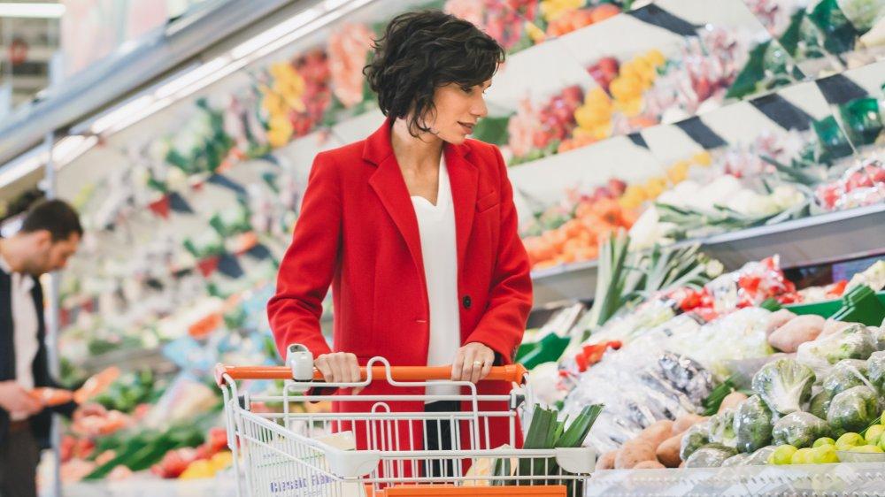 woman making healthy eating plan