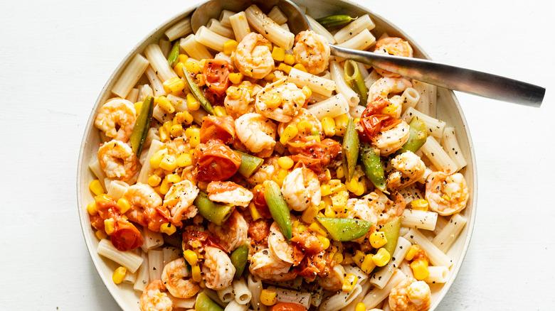 shrimp pasta in bowl