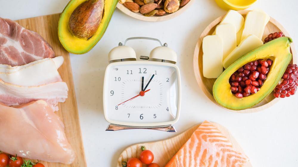 A clock centered around keto-friendly foods