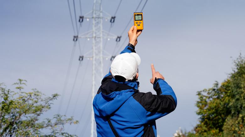 measuring emfs near power lines