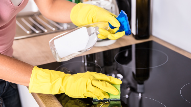 cleaning with stovetop kitchen sponge