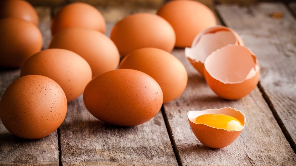 Group of whole and cracked eggs