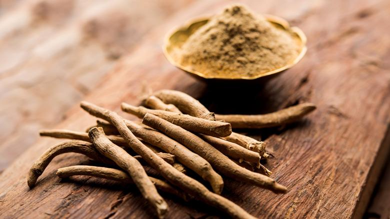 Ashwagandha root and powder on a table
