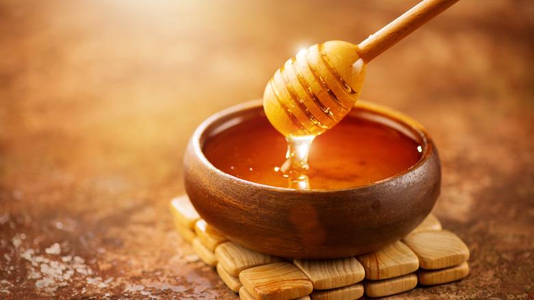 Honey dripping