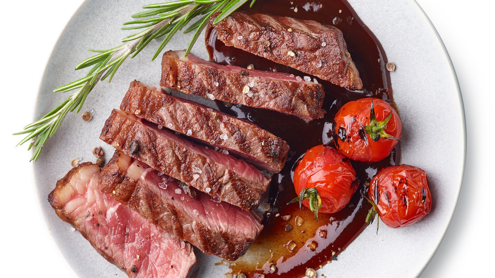 Overview of a steak and tomatoes