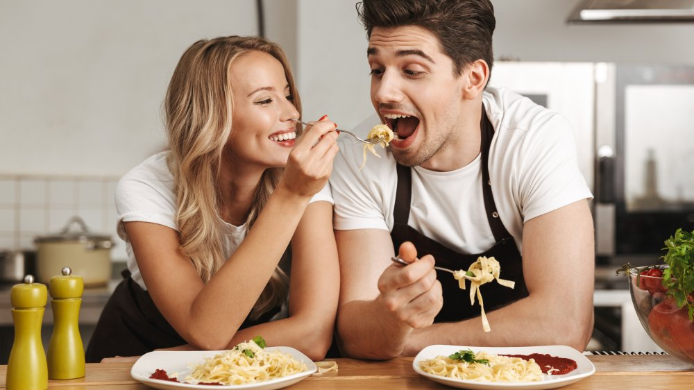 couple eating pasta