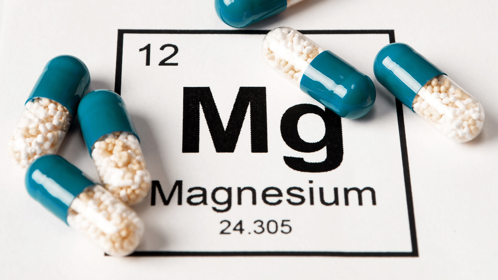 Capsules with chemical symbol for magnesium
