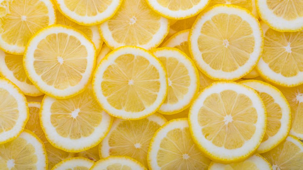 Lemon slices overlapping