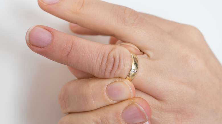 Ring stuck on swollen finger