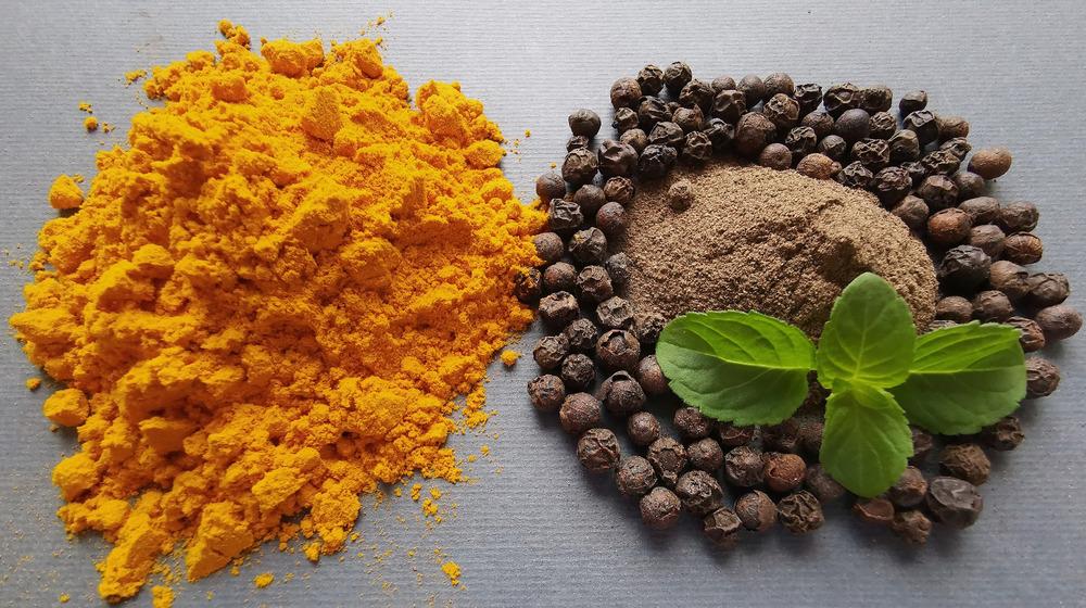 Turmeric and black pepper in piles