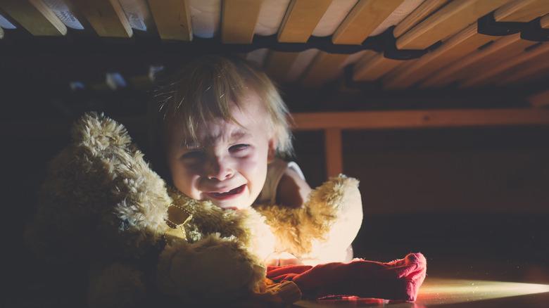 child afraid of the dark