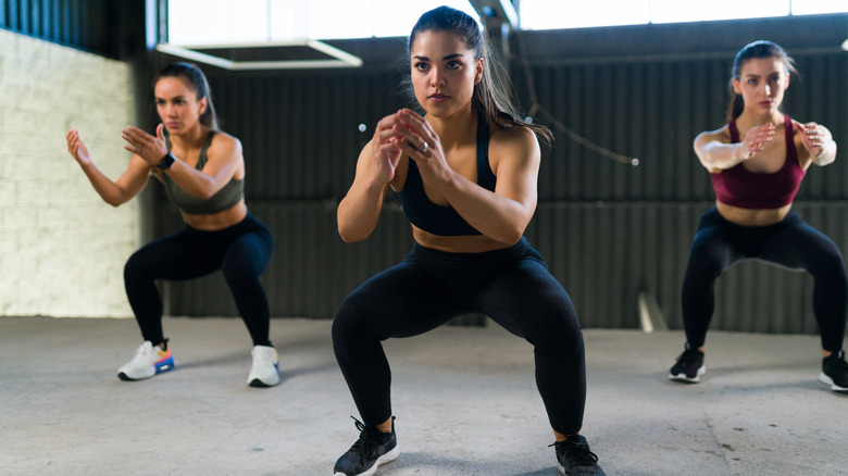 Women doing HIIT at gym
