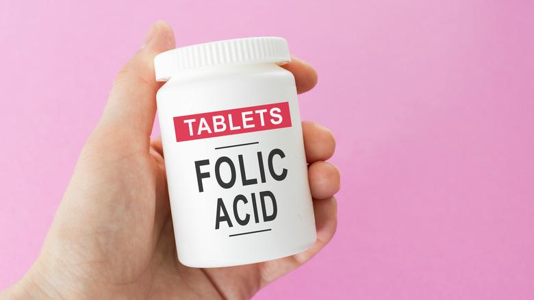 folic acid tablets in bottle