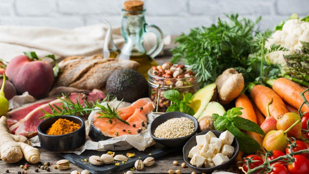 assortment of foods in the Mediterranean diet