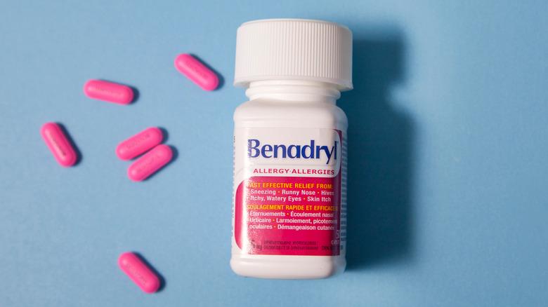 Bottle of Benadryl next to loose pills