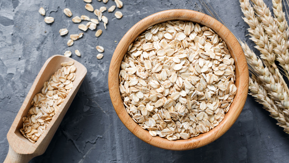 A bowl of oats in a bowl and on a scoop