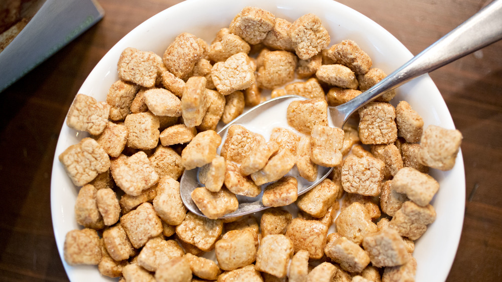 A bowl of healthy looking cereal with milk