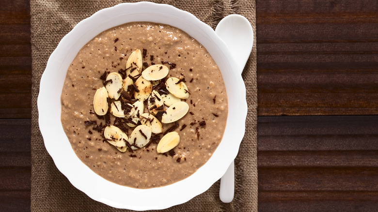 Oatmeal with cacao and almond slices